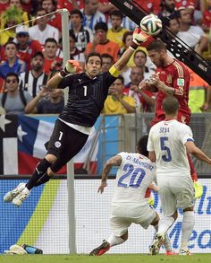 Defending champions Spain slumped to a defeat to Chile and crashed out of the World Cup on Wednesday after their second defeat in five. Soccer Tips, Football Soccer, Nike Soccer, Soccer Cleats, Barcelona Soccer, Fc Barcelona, World Cup 2014, Fifa World Cup, Usa National Team