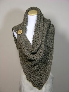 Oh I bet I could crochet this! Must find some cool buttons!