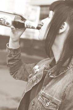 Image discovered by Existo Vulgoré. Find images and videos on We Heart It - the app to get lost in what you love. Chelsea Cut, Skinhead Girl, Youth Subcultures, Rude Boy, Mod Fashion, Old Pictures, Reggae, Find Image, Beer