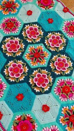 Modèle (en Anglais) - Frida's Flowers , créé par Jane Crowfoot Toutes les explications ICI - Free pattern HERE