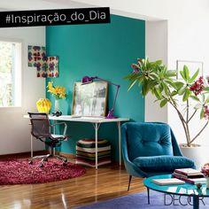 Inspiração do dia!  Turquesa, amarelo e marsala fazem um mix de cores equilibrado em um décor alegre e contemporâneo. Com um ar primaveril, o espaço aproveitou a delicadeza das flores para conceder um toque de frescor e equilíbrio.