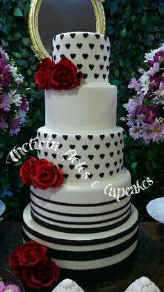 Bolo de Aniversário com poás de coração e listras!  #amornosmínimosdetalhes  Thelicia Bolos e Cupcakes