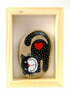 Rock Crafts, Arts And Crafts, Painted Rocks, Hand Painted, Chicken Painting, Rock Painting Designs, Wood Ornaments, Pebble Art, Stone Art