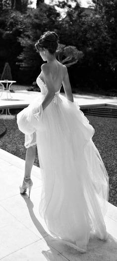 Gorgeous wedding photo Wedding photos watters bridal spring 2013 bella strapless wedding dress u are shining more than all diamonds in this . Perfect Wedding, Dream Wedding, Wedding Day, Chic Wedding, Corfu Wedding, Pool Wedding, Perfect Bride, Glamorous Wedding, Budget Wedding