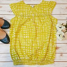 Banana Republic Sz L EUC Cotton Cap Sleeve Blouse Banana Republic Sz L excellent used condition cap sleeve top with elastic waist. Color is a yellow with green undertones. Banana Republic Tops Blouses