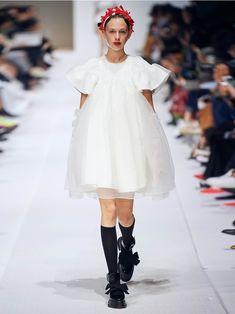 Runway Fashion, Womens Fashion, Latest Fashion, Vogue Magazine, Feminine Style, Summer Collection, Ready To Wear, Cold Shoulder Dress, White Dress