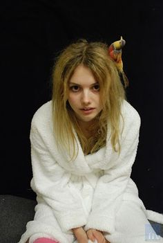 Hannah Murray is an English actress. Her birth name is Tegan Lauren-Hannah Murray and she was born on July 1989 in Bristol, United Kingdom. Cassie Skins, Hannah Murray, Skin Aesthetics, Skins Uk, Celebrity Biographies, Hollywood, Anorexia, Emma Roberts, The Body Shop