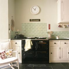 Love these green tiles with the slate flooring Shaker Kitchen, Kitchen Tiles, Kitchen Countertops, Kitchen Decor, Black Countertops, Dark Counters, Kitchen Worktop, Kitchen Units, Kitchen Cupboards