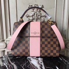LOUIS VUITTON Replica Online Shop Bond Street Damier Ebene is exclusively of top original order quality. Discover more of our Handbags Collection by Louis Vuitton Sac Speedy Louis Vuitton, Louis Vuitton Monograme, Louis Vuitton Handbags, Louis Vuitton Backpack, Vintage Louis Vuitton, Gucci Handbags, Purses And Handbags, Gucci Bags, Tote Handbags