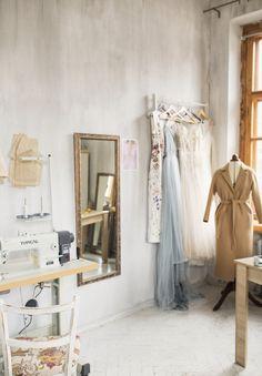 design studio a r i e l Design Room, Sewing Room Design, Sewing Rooms, Sewing Studio, Sewing Spaces, Design Bathroom, Studio Decor, Design Studio Office, Studio Interior