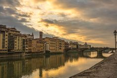 This article lists the best rooftop bars with the best panoramic view in Florence.