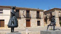 Estatuas de Don Quijote y Dulcinea, en Valdepeñas, Ciudad Real, España
