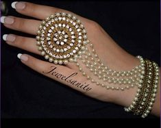 Indian Bridal Jewelry Sets, Indian Jewelry Earrings, Bridal Bangles, Jewelry Design Earrings, Hand Jewelry, Wedding Jewelry, Bridal Jewellery Collections, Wedding Accessories, Indian Accessories