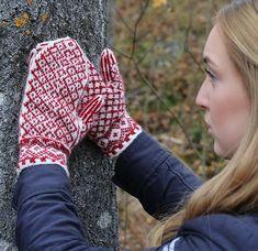 Ravelry: Martjärn pattern by Erika Guselius Knitting Accessories, Knitting Socks, Fingerless Gloves, Arm Warmers, Ravelry, Knit Crochet, Pattern, Color, Craft Ideas