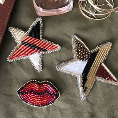 Handmade unique beaded brooches - https://www.etsy.com/shop/goldstrazz #handmadejewelry #beadwork #embroidery #brooch #бисероплетение #бисер #брошь #брошьизбисера #seeds #bugles #лето #flowerstagram #goldstrazz #summer #beauty #gift #giftshop #fashionbrooch #fashionstyle #beads #стильнаяброшь #мода #аксессуары #украшенияручнойработы #звезда #star #superstar #lips #flowerstagram #martini
