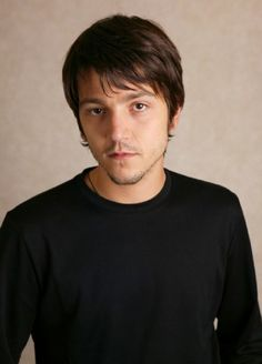 (on the island) Manuel Estévez (Diego Luna)--librarian, musician, poet, and liberal arts student, older brother of Angélica. He recently married Ali Reynolds.