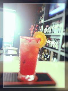 L'estate che fugge è un amico che parte. (Victor Hugo, Toute la lyre, 1888) WEEKLY COCKTAIL n° 3: SUMMER Tanqueray Gin Tequila Bianca Limoncello Succo Arancia Raggi di Sole Freschezza estiva a soli € 4.00 #cocktail #drink #soloacaffeduomo #carpi #summer #berebene