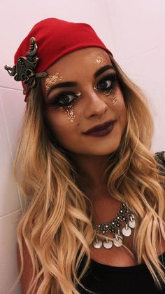 Looking for for ideas for your Halloween make-up? Browse around this website for creepy Halloween makeup looks. Halloween Makeup Pirate, Pirate Makeup, Pirate Halloween Costumes, Pretty Halloween, Halloween Outfits, Halloween Make Up, Diy Pirate Costume, Pirate Costume Couple, Pirate Hair