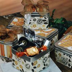 Com ou sem motivo, tem coisa melhor do que presentear pessoas queridas?! Aqui na Cia. Mineira você encontra diversas embalagens recheadas de muito carinho! 🍬🍬🍬  #CiaMineiradeChocolates #Chocolate #Gifts #Uberlândia