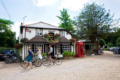 Visit The Oak Inn Pub and Restaurant in Lyndhurst, home of outstanding beer & cider, great wines, mouth-watering fresh food and exceptional service.