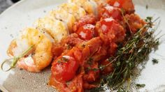 Scampi met rijke tomatensaus  | VTM Koken - Pascalle Naessens Pureed Food Recipes, Fish Recipes, Healthy Recipes, Healthy Tips, Tapas, Healthy Diners, Food Combining, Diet And Nutrition, Healthy Cooking