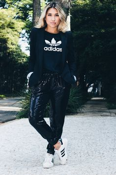 30 Ideas sport chic sneakers for 2019 Adidas Fashion, Sport Fashion, Sporty Outfits, Fashion Outfits, Nike Outfits, Looks Adidas, Adidas Outfit, Sneakers Adidas, Casual Looks