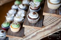 Charming idea for displaying cupcakes!