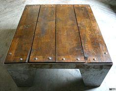 Table de type industriel, piétement acier brut, poli, plateau chêne massif, riveté.