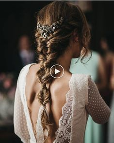 Hair ideas and inspiration for a boho, festival, outdoor wedding and bride bohobride bohowedding wedding bohoweddinghair weddinghair weddingmakeup bohobride bridalhair 536561743103665825 Wedding Hair Side, Boho Wedding Hair, Elegant Wedding Hair, Elegant Bride, Wedding Hairstyle, Wedding Crowns, Beautiful Bride, Hairstyle Braid, Headpiece Wedding