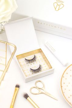Curious about trying out false lashes but feeling a little intimidated by the whole process? This starter kit from Battington Lashes may be the answer to your prayers. Today I'm sharing my thoughts on Battington's Monroe 3D lashes as well as sharing my tips for being a lash wearing pro in no time!