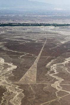 Nazca lines, Nazca- Perú - there's your landing strip - its time you came back. I flew this lines and I survive! Amazing views l Ancient Mysteries, Ancient Ruins, Ancient Art, Ancient History, Nazca Lines Peru, Nazca Peru, Alien Theories, Site Archéologique, Equador