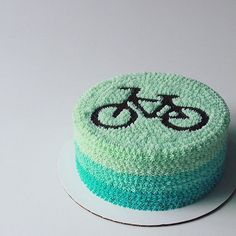 Vanilla Cupcakes with Strawberry Buttercream - Oh Sweet Day! Cake Decorating Piping, Creative Cake Decorating, Creative Cakes, Eggless Orange Cake, Eggless Chocolate Cake, Bicycle Cake, Bike Cakes, Ombre Cake, Cake Designs For Boy