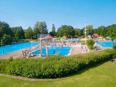 Ringhotel am Badepark is een driesterrensuperiorhotel, rustig gelegen naast een park met op ca. 50 m een openluchtzwembad (gratis toegang) en op ca. 200 m van het levendige centrum van Bad Zwischenahn.  Ringhotel am Badepark is niet ver van huis en toch in een hele andere, uitnodigende, parkachtige en bosrijke omgeving gelegen. Je kunt van hieruit bijvoorbeeld leuke uitstapjes maken naar de winkelstad Oldenburg, Officiële categorie ***