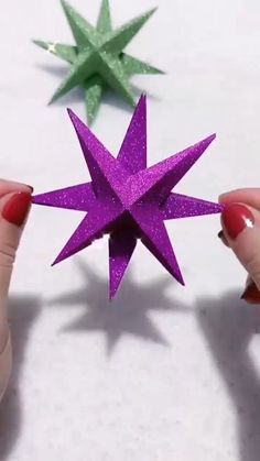 Christmas Paper Crafts, Paper Crafts Origami, Paper Crafts For Kids, Diy For Kids, Christmas Crafts, Diy Crafts Hacks, Diy Home Crafts, Fun Crafts, Paper Flowers Diy
