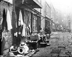 @PeelLorna/Dublin / Twitter Dublin Street, Dublin City, Old Pictures, Old Photos, Vintage Photos, Irish Independence, Irish Clothing, Photo Engraving, Dublin Ireland