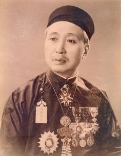 Vi Văn Định (1878–1975) Vietnam History, Indochine, Southeast Asia, Traditional Outfits, Gorgeous Women, Royals, Paris, Origins, French