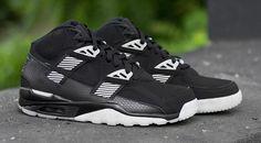 X 2 - Nike Brings Black and White for Bo Jackson Retros