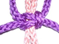 Macramé / Square Knots (includes basic sk, left sk, right sk, & switch knot) Macrame Square Knot, Macrame Knots, Hippie Jewelry, Macrame Jewelry, Free Macrame Patterns, Best Knots, Macrame Mirror, Decorative Knots, Knot Braid