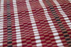Detalle alfombra bambú Aral.  Las alfombras de bambú son ecológicas y resistentes gracias a su fibra natural de rápido crecimiento.  Fáciles de lavar, anti-deslizantes, costuras reforzadas y resistentes al agua. #alfombras #bambú #decoración