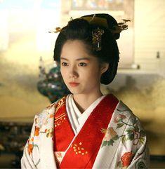 "Aoi Miyazaki 宮崎あおい NHK 2008 Taiga Drama Atsuhime ""篤姫"" Kabuki Costume, Summer Kimono, Japanese Hairstyle, Oriental Fashion, Movie Costumes, Girl Swag, Japanese Artists, Hair Ornaments, Yukata"
