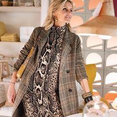 PATRIZIA CASARINI 🇮🇹 (@patzhunter) • Photos et vidéos Instagram Over 50 Womens Fashion, Fashion Over 40, Work Fashion, Fashion Outfits, Fashion Tips, Fashion Trends, 70 Year Old Women, V Instagram, Older Models