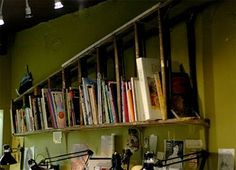 Repurposed Ladder Bookshelf: Love!