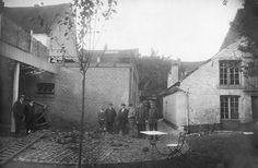 De schade van de Britse bom achter een woning aan de Brusselsestraat in Maastricht 22 september 1914