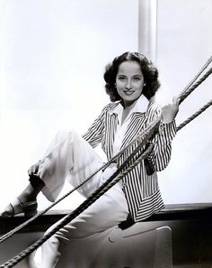 1940 MERLE OBERON Photo by GEORGE HURRELL