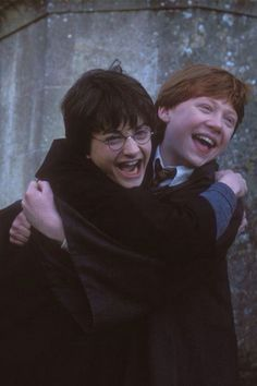 Daniel Radcliffe (Harry Potter) and Rupert Grint (Ron Weasley) Harry Potter Tumblr, Images Harry Potter, Mundo Harry Potter, Harry Potter Cast, Harry Potter Characters, Harry Potter Love, Harry Potter Universal, Harry Potter Fandom, Harry Potter Memes