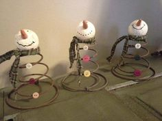 Craft: Bed Spring Snowmen. Definitely doing this with the vintage bed springs I have.