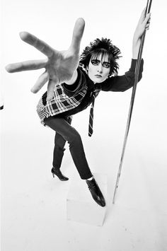 Siouxsie Sioux, singer with British punk band Siouxsie and the Banshees, poses holding onto a vertical stainless steel pole with her left hand, with her right arm outstretched towards the camera in. Siouxsie Sioux, Siouxsie & The Banshees, Human Poses Reference, Pose Reference Photo, Art Poses, Drawing Poses, British Punk, Hand Pose, Look Man