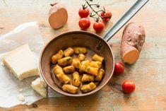 Aprenda a fazer uma receita simples de nhoque de batata doce fit. Uma versão sem glúten e sem ovo, ideal para uma alimentação equilibrada.
