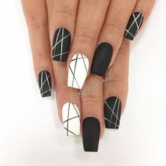 Nail art Christmas - the festive spirit on the nails. Over 70 creative ideas and tutorials - My Nails Cute Acrylic Nails, Fun Nails, Pretty Nails, Black Nail Designs, Nail Art Designs, Nails Design, Nagellack Design, French Tip Nails, Nagel Gel