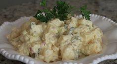 Volim salatu od krumpira uz sve sto je peceno na grillu . Ova verzija je malo drugacija i ima nekoliko jednostavnih koraka u pripremi sto je cini jako ukusnom .